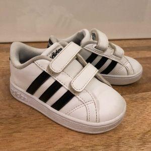 Adidas toddler boy shoes size 6k